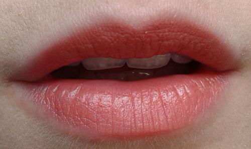 Pupa-i'm-lipstick-203-spicy-apricot-swatch