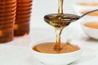 Scopri tutti i benefici del miele per migliorare la salute dell'organismo e la bellezza della pelle.